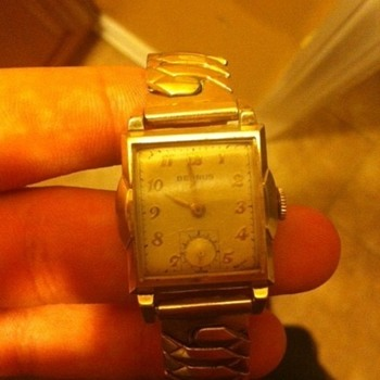 Benrus 17 jewels curved back.  - Wristwatches