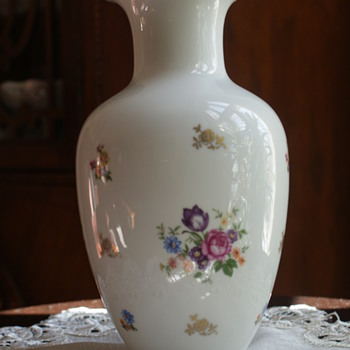 Reichenbach German Democratic Republic Porcelain Vase