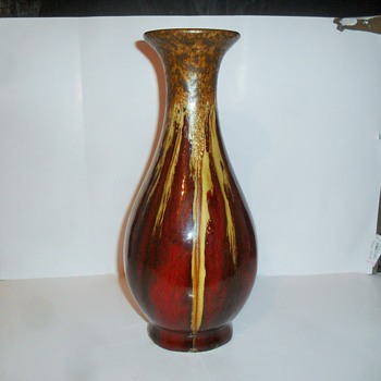 Flambe glazed pottery vase with gold crystalline