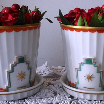 Porcelain planters designed by Otto Prutscher for the Wiener Werkstätte