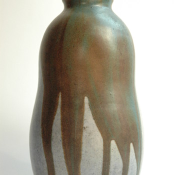 nice art nouveau stonware by LEON POINTU