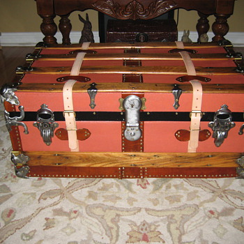 Small Steamer Trunk - Furniture