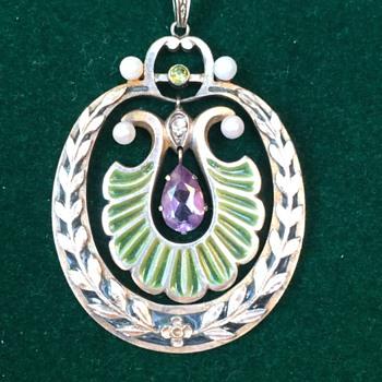 Jugendstil plique enamel pendant - Art Nouveau