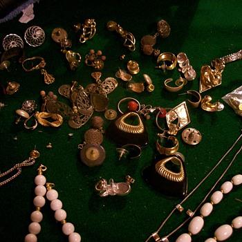 6 dolla jewelry  - Costume Jewelry