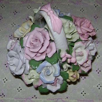 Capodimonte Flower Basket - Figurines