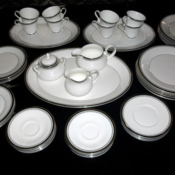 Royal Doulton Sarabande Fine Bone China Set - China and Dinnerware