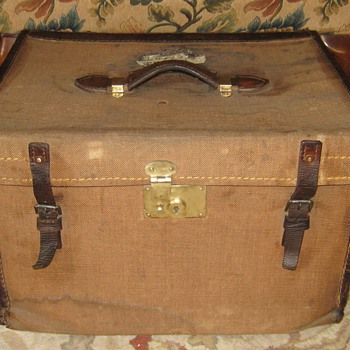 English Made Lady's Hat Trunk - Furniture