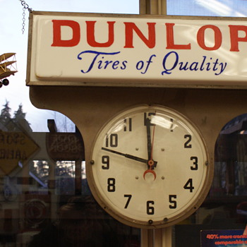 Dunlop tire sign - Advertising