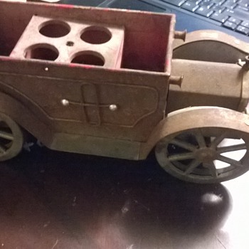 1971 Antique Metal Toy Wind-Up Car - Toys