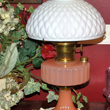 VINTAGE ALADDIN OIL/KEROSENE LAMP - Lamps