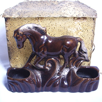 2/4 Pottery Horse with Cabin TV Lamp, Circa 1950-60