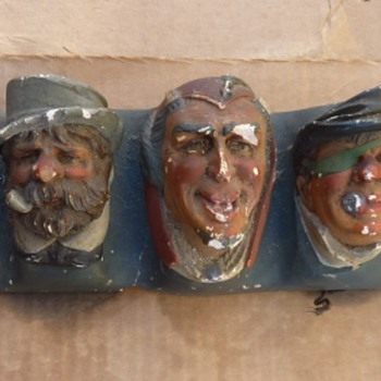 Hanging Chalk ware character heads - Figurines