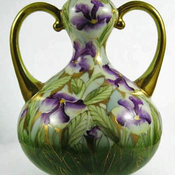Iris vase - Asian