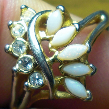 25 cent ring at estate sale marked - Costume Jewelry