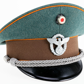 WWII German Officer's visor cap of a Schutzpolizei der Gemeinden (Gendarmerie or state rural police) - Military and Wartime