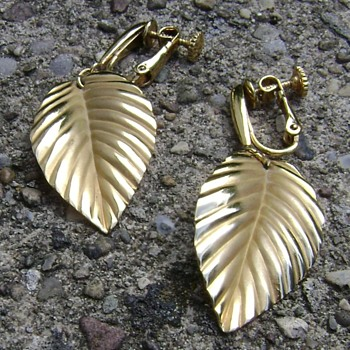 Vintage Napier Earrings - Costume Jewelry