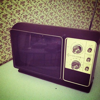 Zenith b/w portable television