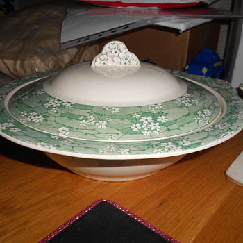 Staffordshire Dinnerware. - China and Dinnerware