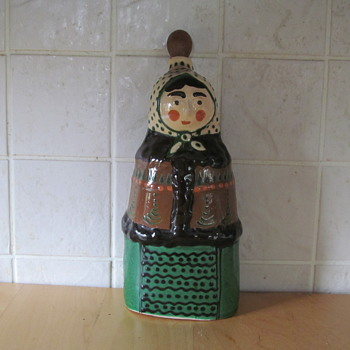 TERRACOTTA GLAZED LADY - Kitchen