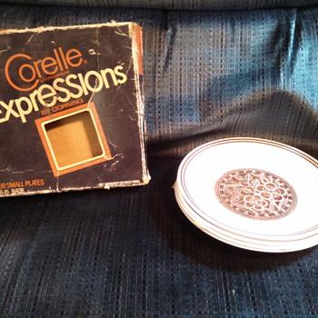 """vintage 1970's Corelle 4 boxed """"Batik"""" plates"""