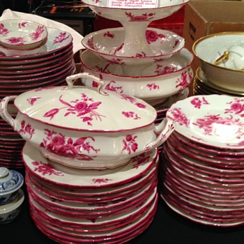 I'm looking for the name of this beautiful Limoges Porcelain pattern?