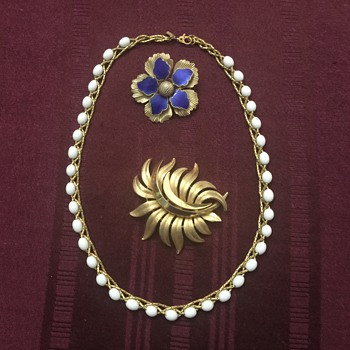 Necklace and brooches - Costume Jewelry