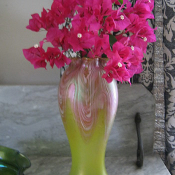 Rindskopf, Yellow Featherd Art Glass Vase 1900-05 with freshly cut Bouganvilla - Art Glass