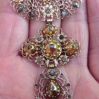 Georgian Gold Filligree and Diamond Brooch/Pendant