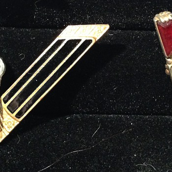 Victory Pins - Military and Wartime