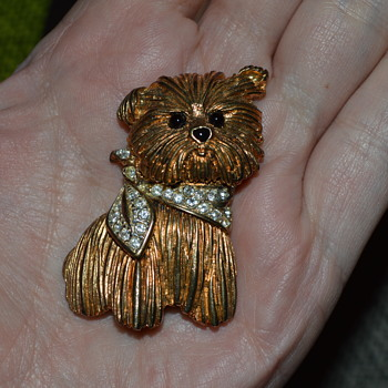 Cute doggie brooch from Carven - Costume Jewelry