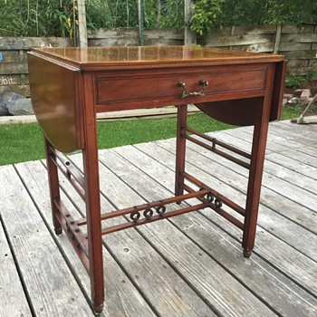 Mahogany Drop leaf side table, circa 1910?