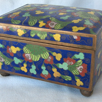 Fine Early 20th Chinese Cloisonne Box With Gourds & Flowers