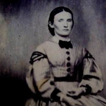 Gaunt woman in CDV looks quite sad. In very pretty dress, Civil War Era.( See 2 photos) - Photographs