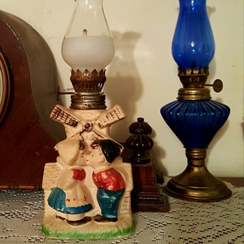 Does anyone know about this small fiurne oil lamp ? I love it . Can't find any information on it s