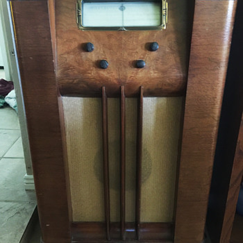 1938 Montgomery Ward Airline Radio