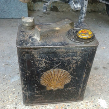 1931 shell petrol & oil can - Petroliana