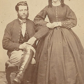 Is this man in a Civil War Union uniform jacket? - Military and Wartime