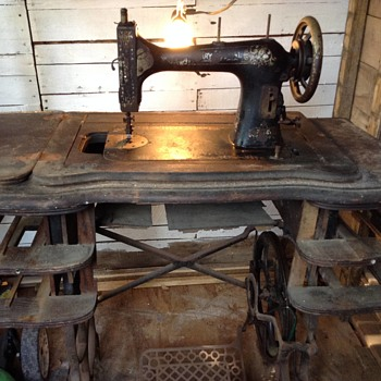 Neglected vintage White sewing machine needs indentifying - Sewing