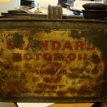 antique standard oil co. 1/2 gallon oil can