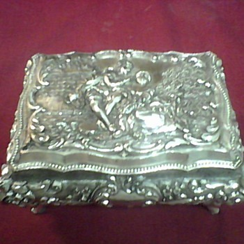 LARGE  JAPAN TRINKET BOX - Asian