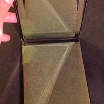 Pocket mirror. - Accessories