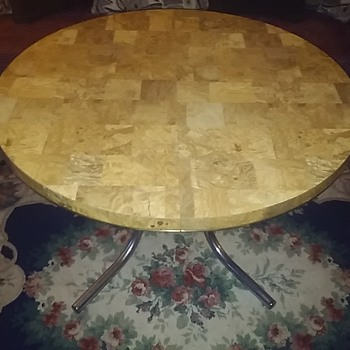 Reminds Me Of The Table On 'Roseanne'!!