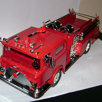 Mack Fire Pumper - Model Cars