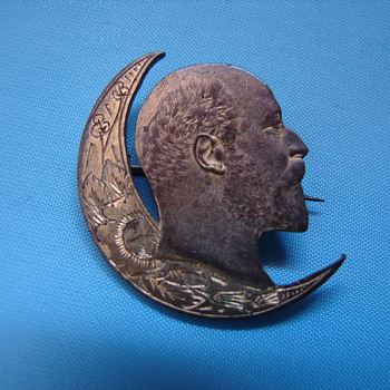 Lenin Pin Cut From a 1902 US Gold Coin? Strange - Medals Pins and Badges