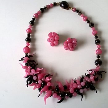 Venetian Pink & Black Glass Necklace & Earrings 1940s/1950s - Costume Jewelry