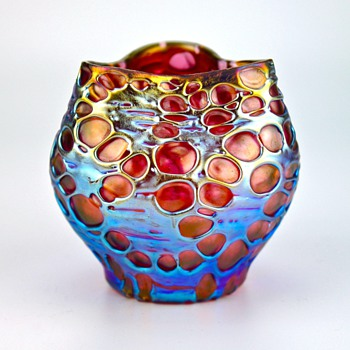 Loetz Diaspora, in the sought after pink/salmon ground, circa 1900 - Art Glass