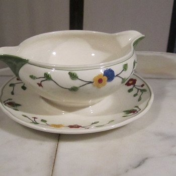 WEDGWOOD & CO LTD Queens Ivory MARION Double Spout Gravy Boat..3x7""