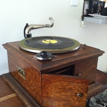 Victor phonograph restore (update) - Records