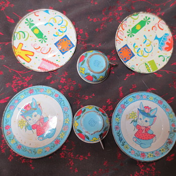 Childrens tea cups and saucers - Kitchen