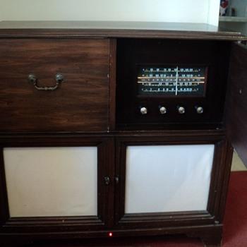 Zenith H970RBT Radio-Phonograh